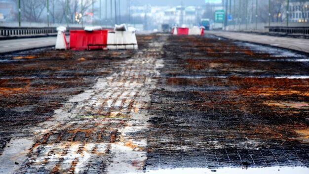 """""""Wysiedli z ciemnego auta z kanistrem"""". Prokuratura pewna: most podpalono"""