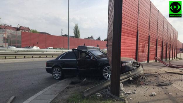 """Auto wbiło się w bariery. """"Próbował uniknąć zderzenia"""""""