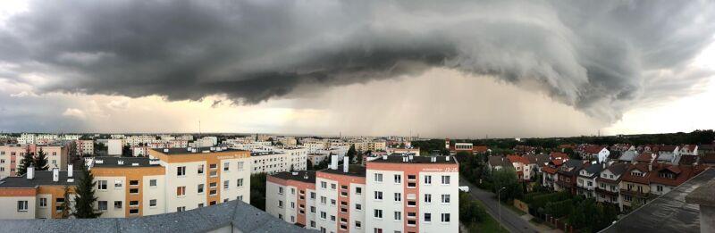 Burzowe chmury w Elblągu (Hubert Drewczyński)