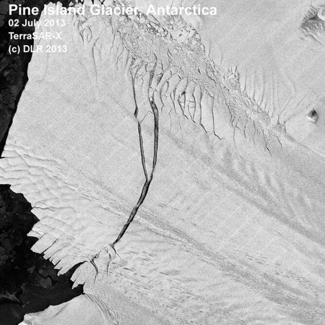 Pęknięcie w lodowcu Pine Island Glacier w 2013 roku